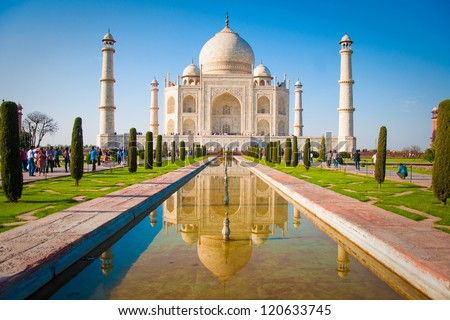 Taj Mahal on a bright and clear day Royalty-Free Stock Photo #120633745