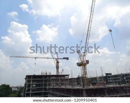 Condo construction with baukran, lastkran in back ground. blue sky #1209950401