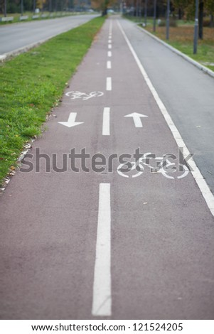 bicycle track Royalty-Free Stock Photo #121524205