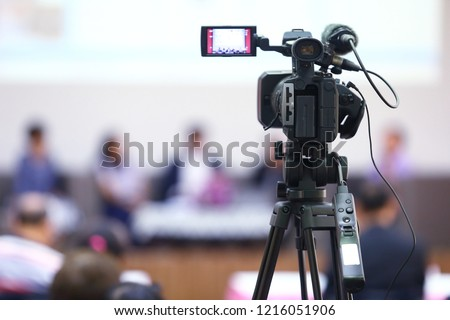 The video recorder is recording the open and free event. #1216051906
