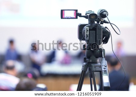 The video recorder is recording the open and free event. #1216051909