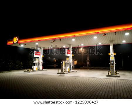 08/11/2018 - Kraków, małopolskie / Poland: Shell Gas Station on Aleja Pokoju street #1225098427