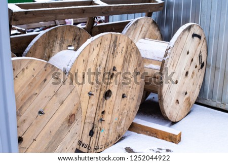 Wooden coil for cable. #1252044922
