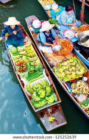 DAMNOEN SADUAK, THAILAND - MARCH 05 : Floating markets on March 5, 2012 in Damnoen Saduak, Thailand. Until recently, the main form of trade, now mostly a tourist attraction. #125252639