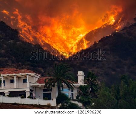 Holly Fire California House threatened #1281996298