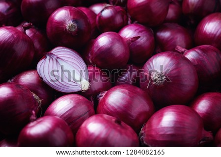 Full Frame Shot Of Purple Onions. Fresh whole purple onions and one sliced onion. Royalty-Free Stock Photo #1284082165
