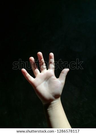 baby five finger #1286578117