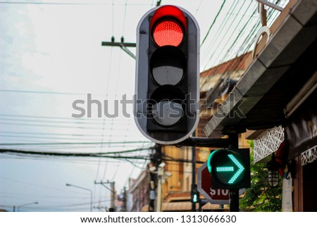 Red traffic light And the green signal to turn right #1313066630