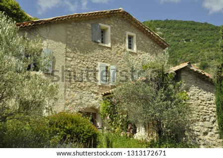 A chalet in Provence #1313172671
