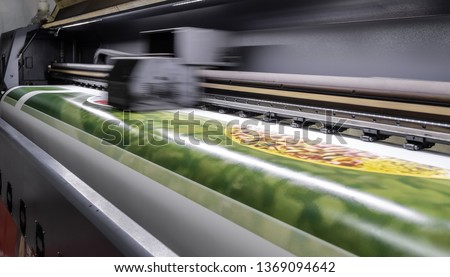 Large format digital printing machine and moving print head #1369094642