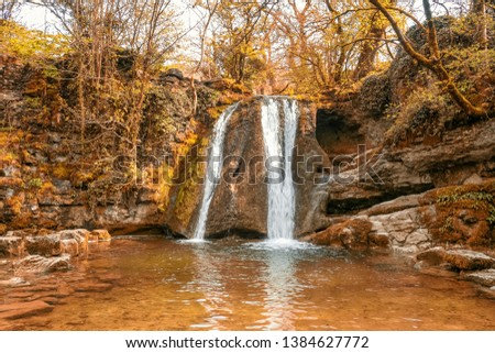 Janet's Foss is a small waterfall in the vicinity of the village of Malham, North Yorkshire, England. It carries Gordale Beck over a limestone outcrop topped by tufa into a deep pool below. #1384627772
