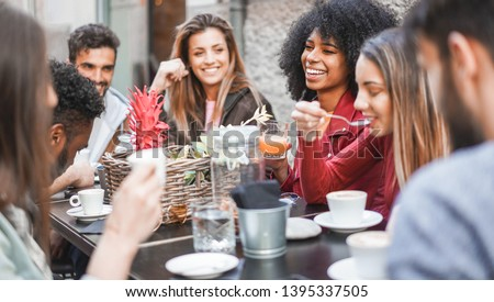 Group of happy friends drinking coffee and cappuccino at vintage bar outdoor - Young millennials people doing breakfast together - Friendship, youth and food concept - Focus on afro girl face #1395337505