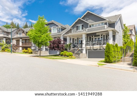 Row of houses or town homes in the suburbs of Canada on a sunny day. Nice neighbourhood, family homes. #1411949288