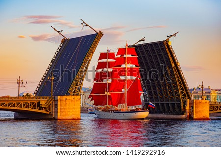 Saint Petersburg. Russia. Divorced bridge. Holiday Scarlet Sails. Sailboat passes under the Palace Bridge. Palace Embankment of St. Petersburg. White Nights. Divorce bridges. Russian Federation. #1419292916