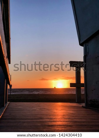 Winter sunset over the Pacific Ocean in Los Angeles, CA #1424304410