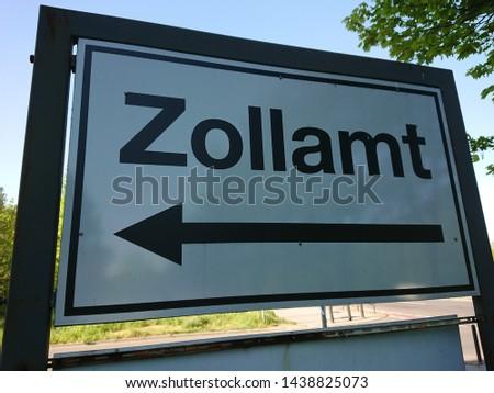 Arrow sign of the German customs office (German: Zollamt)
