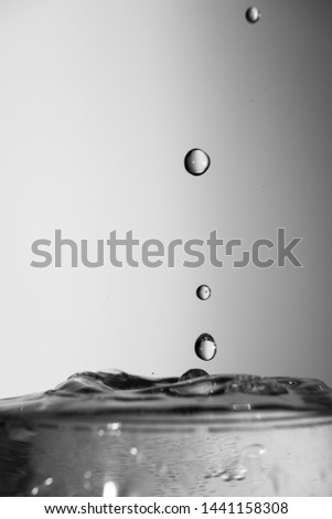 Black and white water splash, water bubble, detailed picture, natural elements.