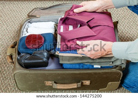 Packing suitcase #144275200