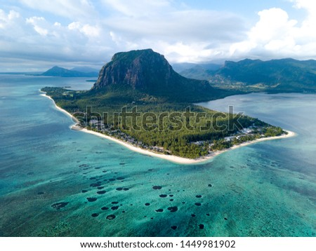 Le Morne Brabant mountain is one of the most distinctive features of this panorama, in addition to the beautiful blue lagoon. #1449981902