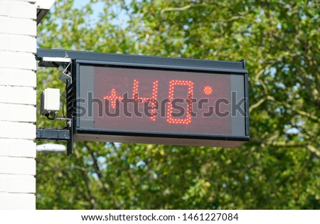 Thermometer in the Netherlands showing 40 degrees celcius, a new temperature record for the Netherlands in the summer of july 2019. #1461227084