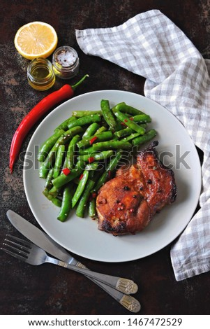 Keto lunch or dinner. Green peas with meat steak on a plate. Keto diet. Paleo Diet. Pegan diet. #1467472529