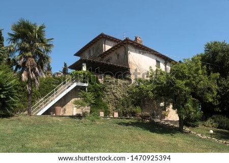 Florence, Tuscany / Italy - 06 30 2019: Farmhouse in the Tuscan landscape, Montespertoli in the region of Florence #1470925394