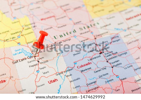 Red clerical needle on a map of USA, Utah and the capital Salt Lake City. Closeup Map Utah with Red Tack #1474629992
