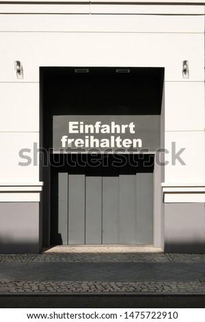 Einfahrt freihalten (german for: keep entry clear) #1475722910