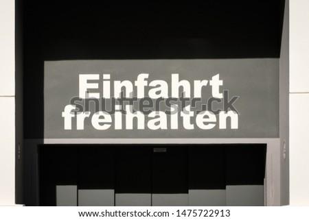 Einfahrt freihalten (german for: keep entry clear) #1475722913