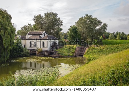 The paddle wheel pumping station was commissioned in 1859 to remove the water from the polder. Originally it was powered by steam and later electrically. Since 1962 it is no longer in use as such. #1480353437
