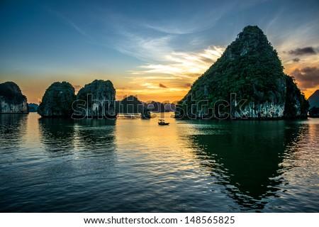 Beautiful sunset at Halong bay, Vietnam Royalty-Free Stock Photo #148565825