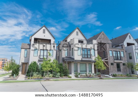 Brand new row of three story single family houses in Richardson, North Dallas location. Modern design of urban living residences with side private courtyards, sophisticated finishes, new development #1488170495
