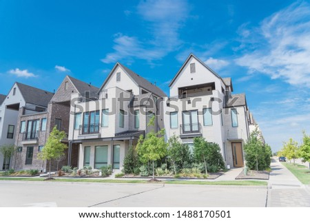 Brand new row of three story single family houses in Richardson, North Dallas location. Modern design of urban living residences with side private courtyards, sophisticated finishes, new development #1488170501