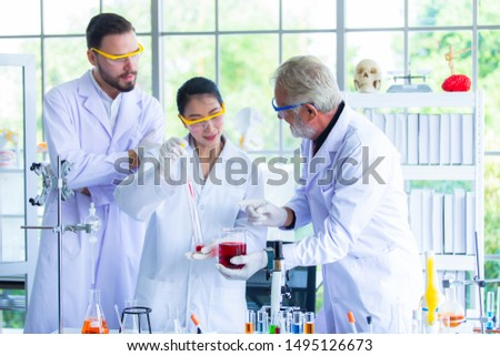 Research teams in health sciences, life sciences and chemistry experiments. #1495126673