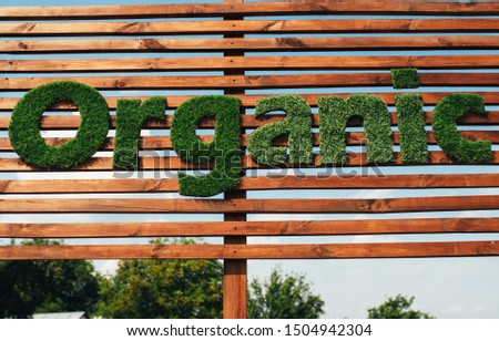 Wooden billboard with the logo 100 % organic with leaves. Organic insiration . Organic icon. Natural product #1504942304