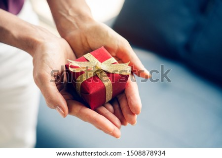 Giving a gift box in festivals, celebrating important dates such as birthdays, Christmas, New Year's Day, wedding celebration day Is giving happiness Love for each other Make life joy to live together #1508878934
