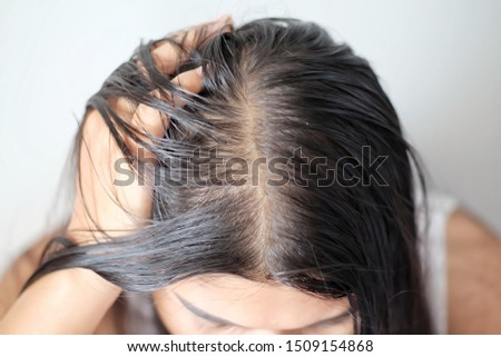 Women with thin hair there are pulses from the hair. Royalty-Free Stock Photo #1509154868