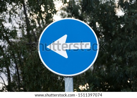Spanish traffic signal: mandatory traffic direction on the left. #1511397074