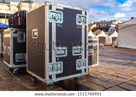 Boxes for musical equipment. Cases for musical equipment. Sale of sound apparatus. Transportation of equipment for concerts. Boxes for transportation of concert apparatus. Preparation for the concert #1511740901