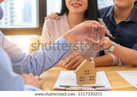 Real estate broker agent offer private home to customer before sign contract agreement documents for rental house property. Ownership realty purchase. Mortgage loan approval concept. Money investment #1517330255