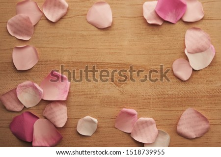 "rose petals made of papaer frame on wood background  (""Les fleurs sont belles"" is ""Flowers are beautiful""in French"" ) #1518739955"