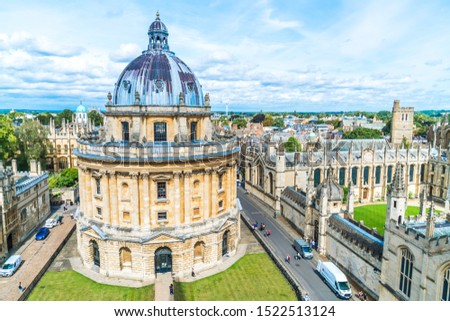 OXFORD, UNITED KINGDOM - AUG 29, 2019 - Elevated view of Radcliffe Camera and surrounding buildings, Oxford, Oxfordshire, England, United Kingdom. #1522513124