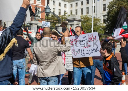 Boston, USA, Oktober 5, 2019 Iraqi protest at the Massachusetts State House. The protesters are taking a stand against a lack of jobs, corruption and poor public services in their home country. #1523059634