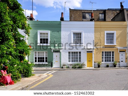 London street of small terraced houses, without parked cars. #152463302