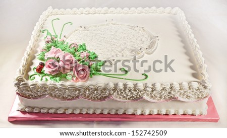Details of a wedding cake, decorated with roses of sugar.