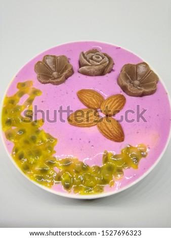 Dragon fruit passion fruit smoothie bowl #1527696323