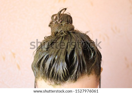 A process of dyeing hair with henna ecological product