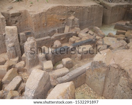The discovery of ancient stone age is about 1500 years, 2000 years, used to build a stone castle at 2-5 meters deep.The stone have been burry 1500-2000 years ago. #1532291897