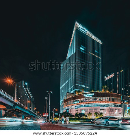 Bangkok / Thailand - Oct 19 2019 : Samyan Mitrtown is the New Shopping Center locate at the samyan intersection can link to the underground MRT samyan station. #1535895224