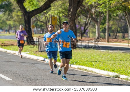 BAURU/SÃO PAULO/BRAZIL – 09/29/2019: Street race in Bauru city, 10k and 5k routes. Passing by United Nations Avenue, near Vitória Régia Park #1537839503